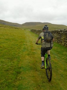 Brain aiming at the Bwlch y Rhiwgyr saddle.