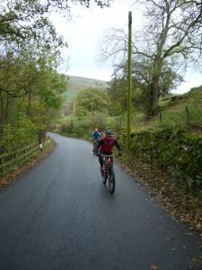 Karl and Brian climbing the steep lane from Grinton.