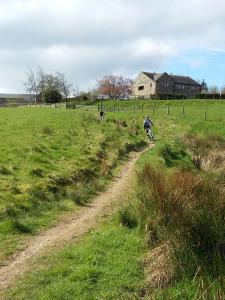 Paul and Laurence on the Pennine Bridleway descent from Brown Hill Lane.