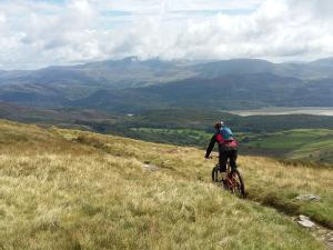 John starting the Bwlch y Rhiwgyr descent on the Pont Scethin route.