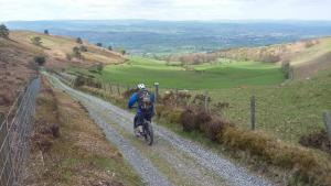 Gar starting the Pigories descent towards Ruthin.