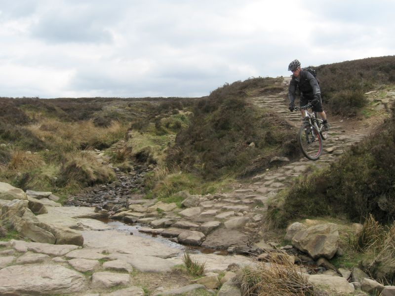 be69c5be0a2 This is an epic mountain bike route of 44.7 miles that starts from Glossop,  in the Peak District. It takes you through Edale valley and over Cut Gate  for ...