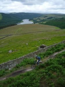 Alistair on the Winstone Lee Tor traverse above Ladybower Reservoir.