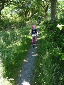 Anna on the singletrack descent from the A470.