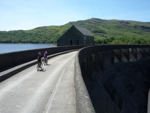 Elisabeth and Anna crossing the Trawsfynydd Dam.