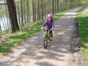 Elisabeth enjoying the descent to Howden Clough.