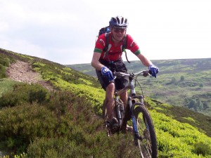 Col (flattyres) flying down the Mickleden Edge singletrack on the Cut Gate descent.