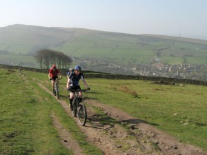 Ches, Nick and Sabine climbing the Snake Path from Hayfield.