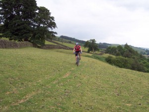 Col (flattyres) riding towards Stubbin Farm.